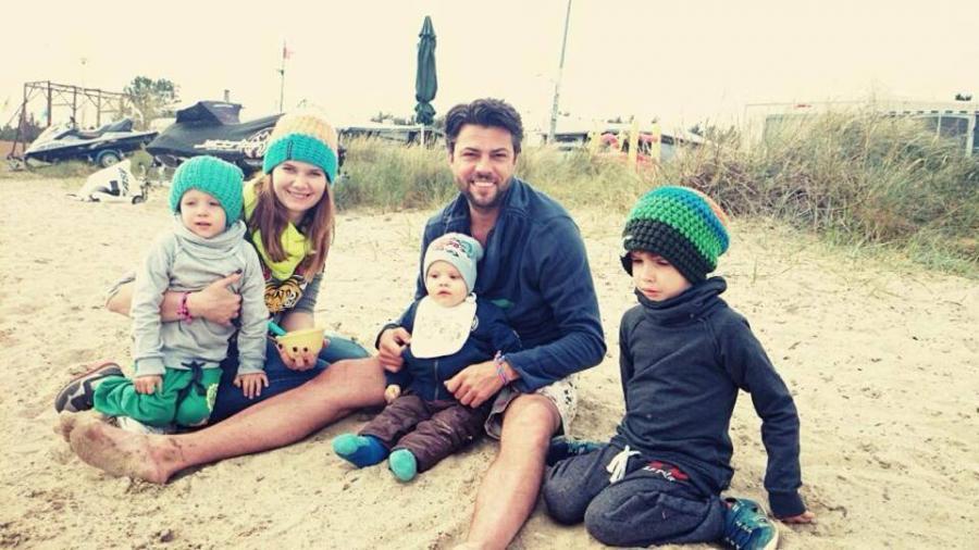 Olivier Janiak i Karolina Malinowska z dziećmi