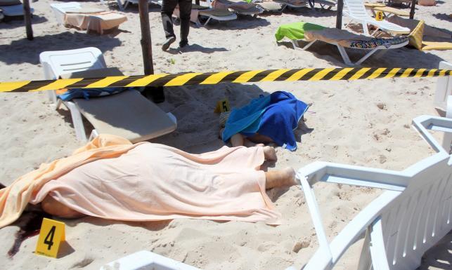 Krwawy zamach terrorystyczny w Tunezji. Turyści zaatakowani na plaży