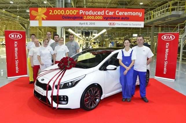 Kia niedawno ogłosiła, że wyprodukowała dwumilionowy samochód w Europie - był nim biały pro_cee'd GT