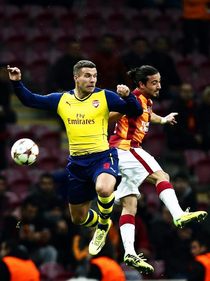 Lukas Podolski (z lewej)