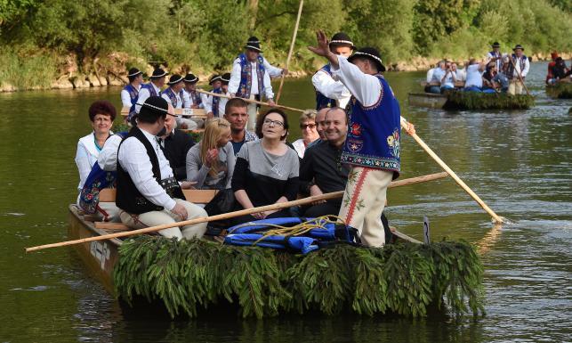 Spływ Dunajcem Ewy Kopacz. Internauci kpią z premier
