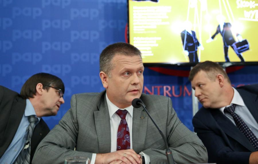 Od lewej: rzecznik Krajowej SKOK Andrzej Dunajski, prezes Krajowej SKOK Rafał Matusiak, prezes Kasy Stefczyka Andrzej Sosnowski