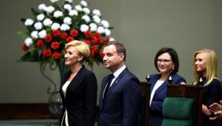 Prezydent Andrzej Duda i jego małżonka Agata Kornhauser-Duda w Sejmie, przed Zgromadzeniem Narodowym