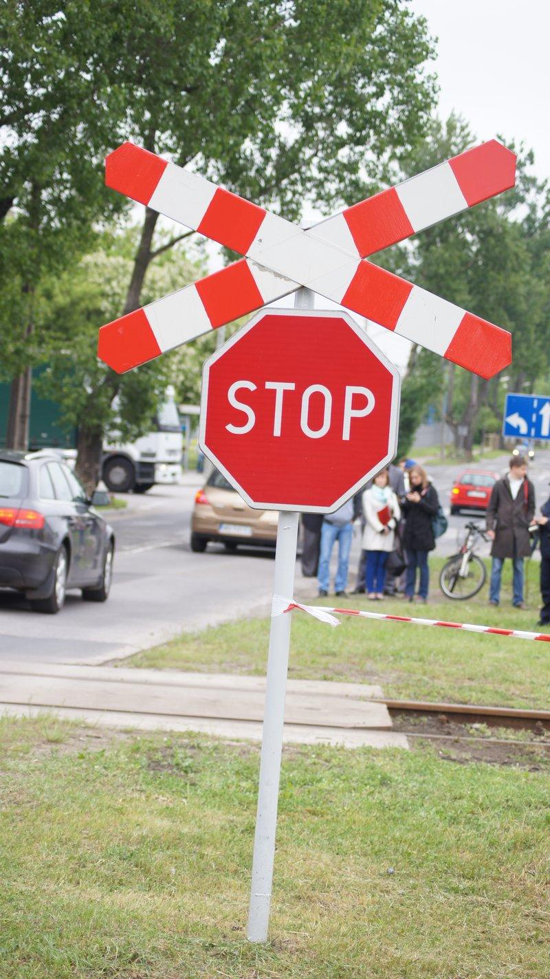 Kolejarze chcą zabierać prawo jazdy kierowcom