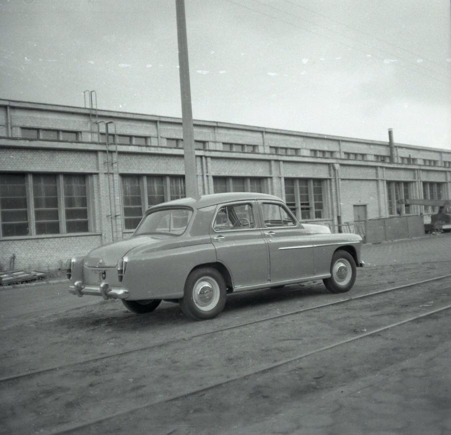 Odnaleziony w muzeum NOT czwarty prototyp warszawy sedan
