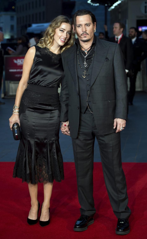 """Johnny Depp i Amber Heard na premierze filmu """"Pakt z diabłem"""" w Londynie"""