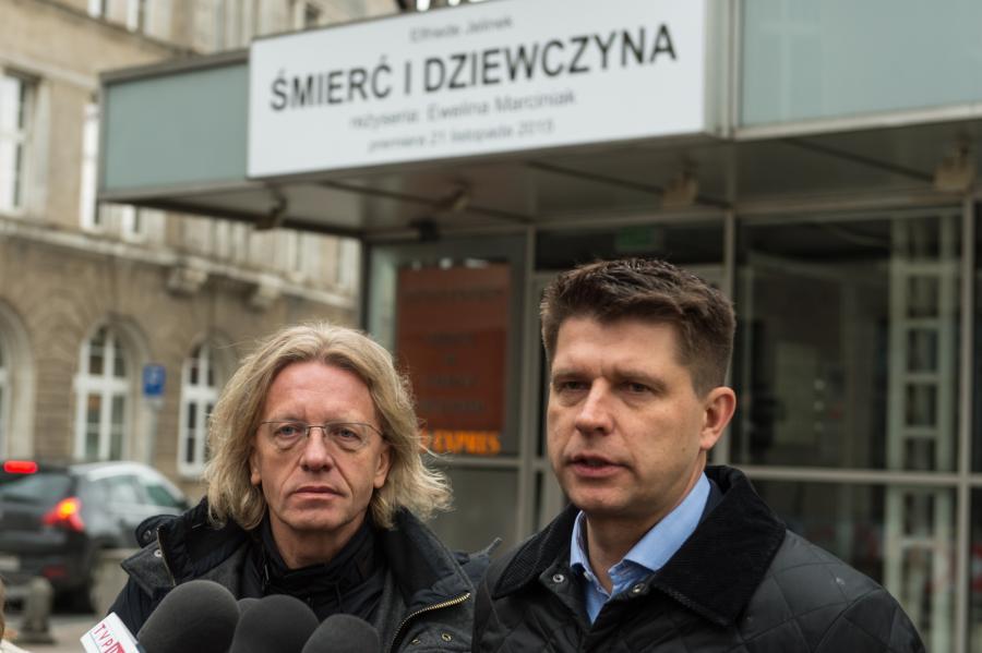 Krzysztof Mieszkowski i Ryszard Petru przed Teatrem Polskim we Wrocławiu
