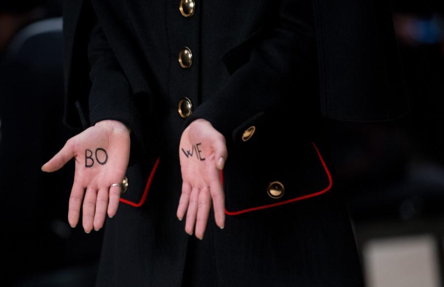 Modelki na pokazie Burberry w Londonie oddały hołd Davidowi Bowiemu