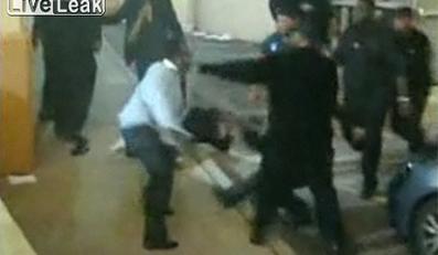 Brutalna bójka przed klubem słynnego rapera