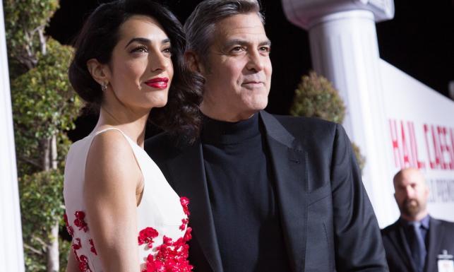 Żony na pokaz? Clooney, Tatum i Brolin ze swymi paniami na premierze \