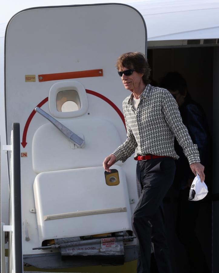 Mick Jagger na lotnisku w Hawanie