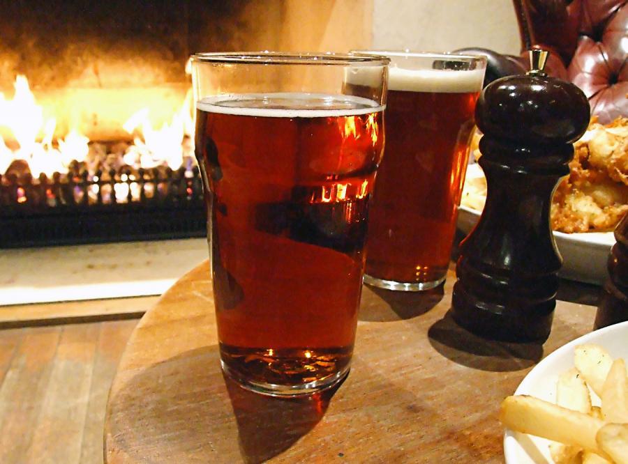 Jeśli przyprowadziłeś do pubu dziecko, do posiłku dostaniesz najwyżej dwa napoje alkoholowe