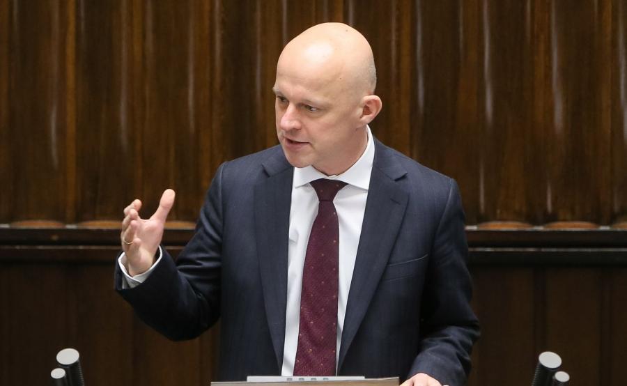 Minister finansów Paweł Szałamacha przedstawia informację o wynikach audytu rządów PO-PSL w resorcie finansów podczas posiedzenia Sejmu