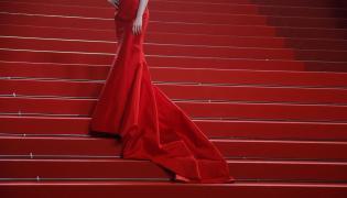Jedna z gwiazd na czerwonym dywanie w Cannes