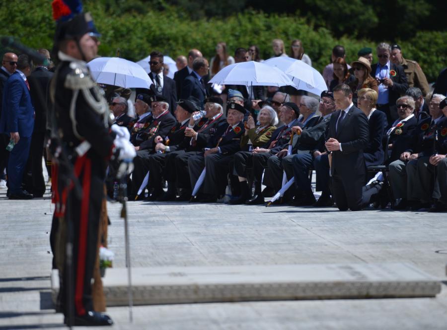 Prezydent Andrzej Duda z żoną Agatą podczas uroczystości upamiętniających 72. rocznicę zakończenia bitwy o Monte Cassino
