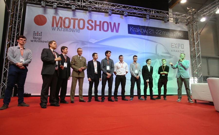 """Twórcy """"Premiera"""" na scenie Moto Show w Krakowie"""