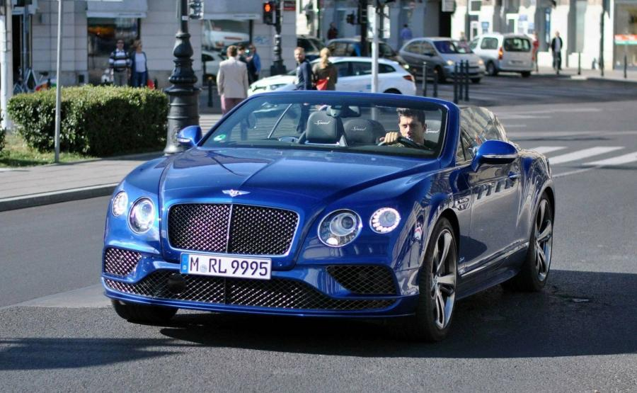 Robert Lewandowski i bentley continental GT speed convertible wart 1,2 mln zł