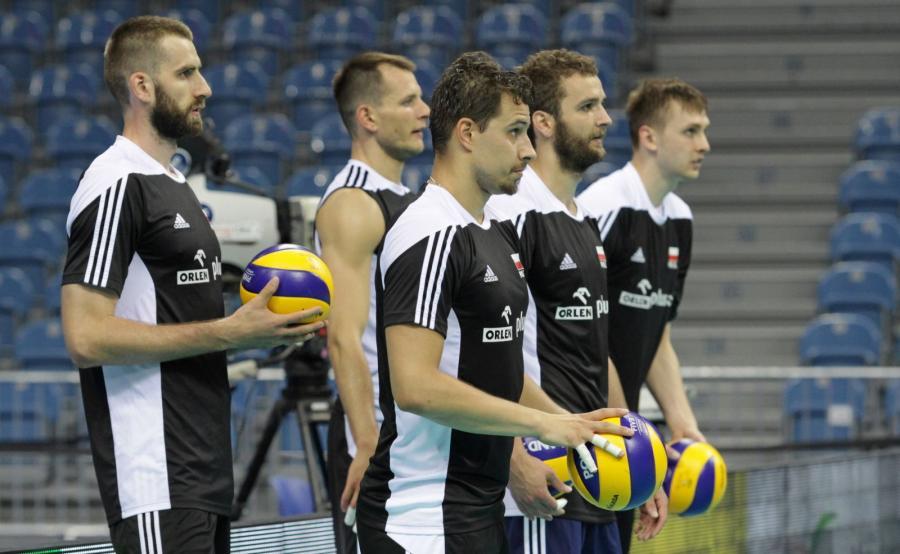 Reprezentanci Polski (od lewej): Marcin Możdżonek, Bartosz Kurek, Mateusz Mika, Fabian Drzyzga i Mateusz Bieniek podczas treningu w Tauron Arenie Kraków
