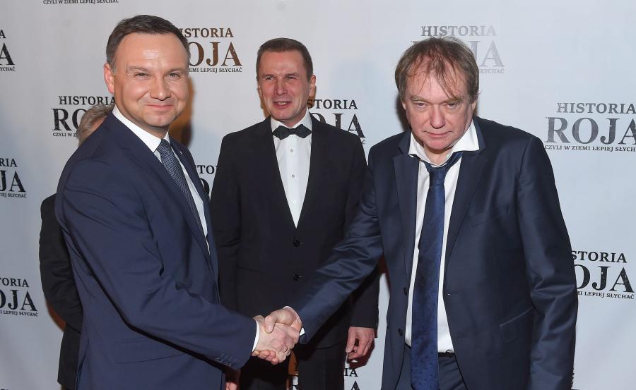 Prezydent Andrzej Duda i reżyser Jerzy Zalewski na uroczystej premierze filmu \