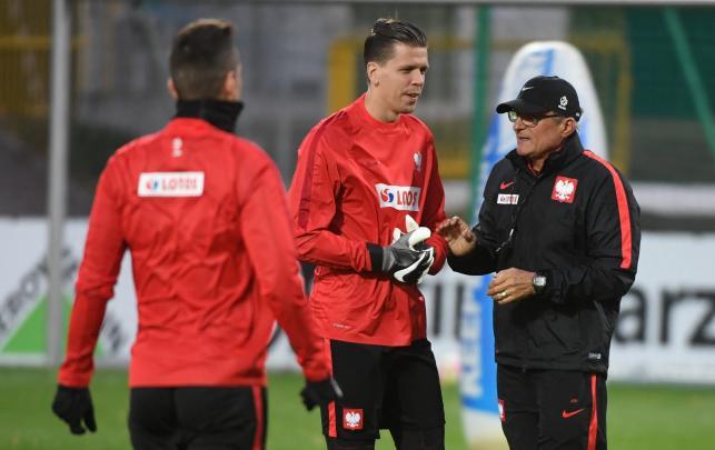 Selekcjoner piłkarskiej reprezentacji Polski Adam Nawałka (P) i bramkarz Wojciech Szczęsny