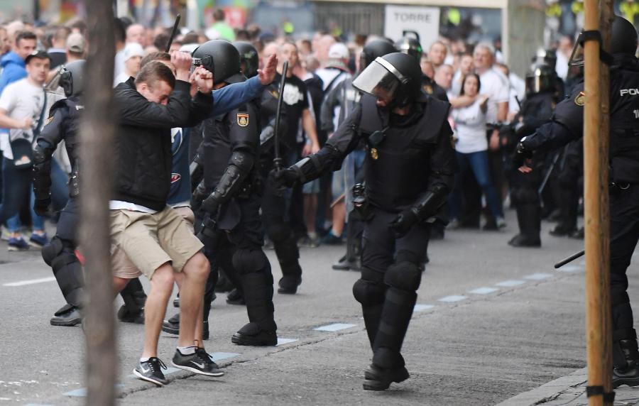 Kibice Legii znów narobili wstydu w Europie. Bili się z hiszpańską policją przed meczem z Realem