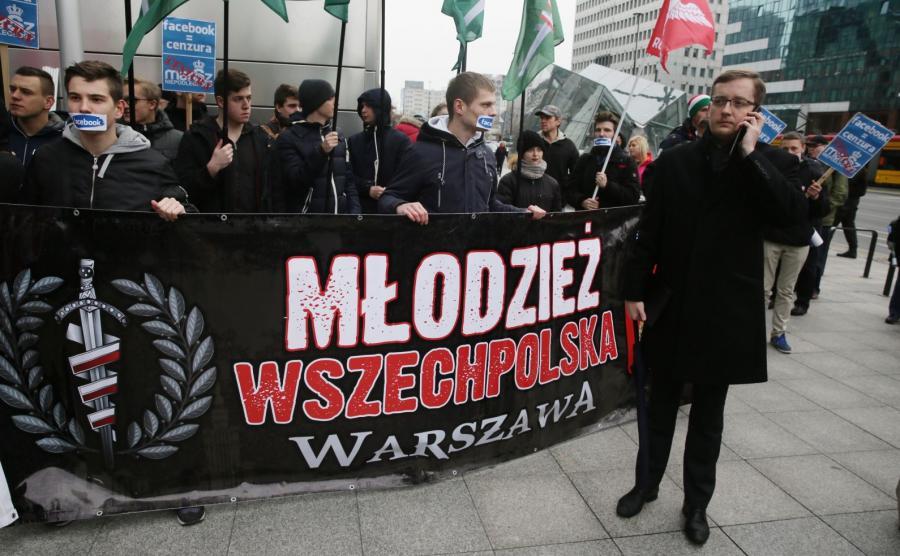 Protest narodowców przed siedzibą Facebooka