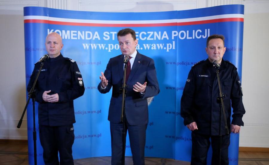 Komendant Główny Policji Jarosław Szymczyk, minister Mariusz Błaszczak oraz szef stołecznej policji Robert Żebrowski
