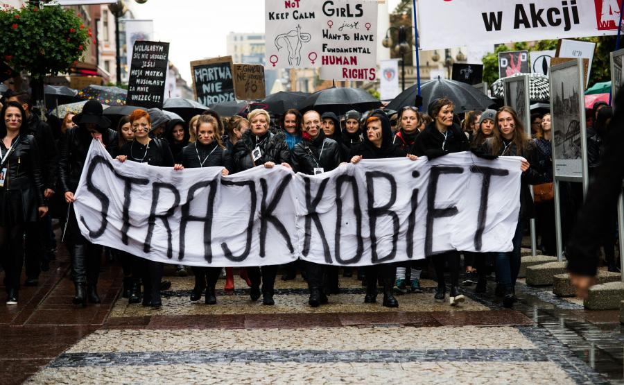Nauczycielki Zapłacą Za Czarny Protest Jedna Z Nich