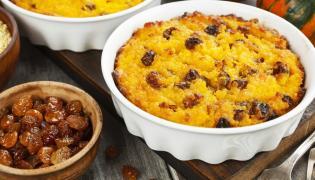 Zapiekanka curry z kaszą kuskus i rodzynkami