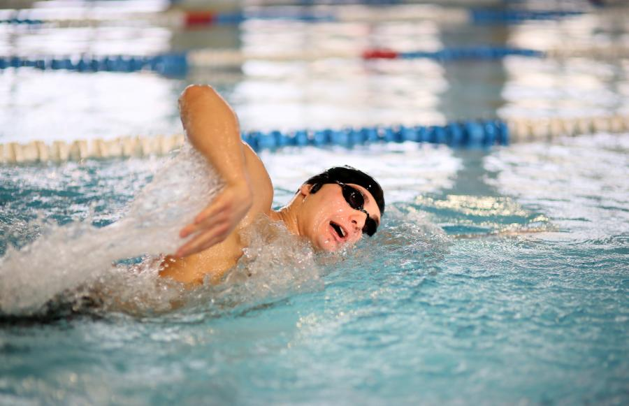 Karaś próbuje pobić rekord Guinnessa na basenie