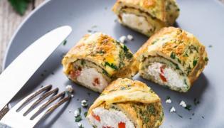 Zakręcony omlet z twarożkiem