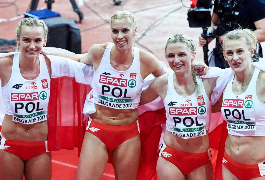 Justyna Święty, Iga Baumgart, Małgorzata Hołub i Patrycja Wyciszkiewicz na mecie finałowego biegu sztafety kobiet 4x400 m